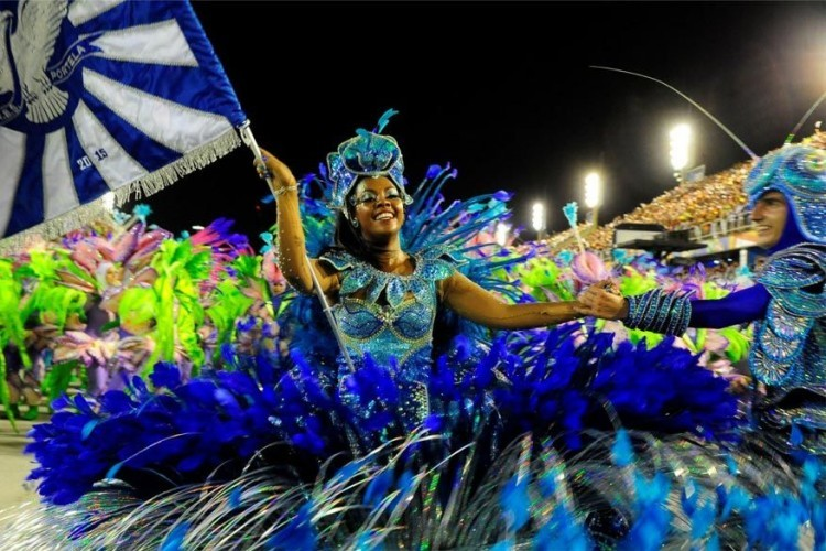 Rio de Janeiro in Brazilië, van 24 tot 28 februari 2017: met stip het bekendste carnavalsfeest ter wereld. Traditioneel start het veertig dagen voor Pasen. Vier dagen lang vieren de mensen feest en genieten ze van de vele parades. © Visit Rio de Janeiro
