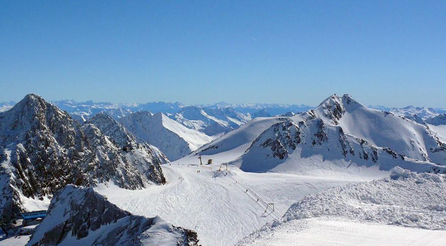 Dankzij de hooggelegen locatie van de Stubaier gletsjer en de drie andere skigebieden ligt er gegarandeerd sneeuw. © Pixabay
