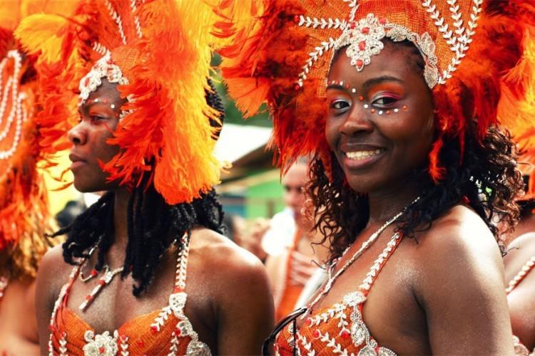 Trinidad en Tobago, van 27 tot 28 februari 2017: carnaval op het eiland Trinidad en Tobago in de Caraïben begint maandag om 4u 's nachts en eindigt op dinsdag om middernacht, wanneer de muziek en de lichten uitgaan om Aswoensdag te vieren. Maanden voorbereiding worden bruisend tentoongesteld tijdens de twee kleurrijkste dagen van het jaar. © Trinidad and Toboga Tourism