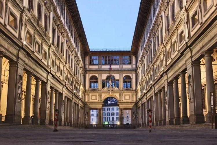 In het Italiaanse Florence, dat op vlak van romantiek zeker niet moet inboeten ten opzichte van Venetië, ligt de galerij van Uffizi: een van de oudste en belangrijkste kunstmusea ter wereld. Hier vind je meesterwerken van onder andere Botticelli (de Geboorte van Venus), Leonardo da Vinci, Michelangelo, Rubens en Rembrandt. © Pixabay