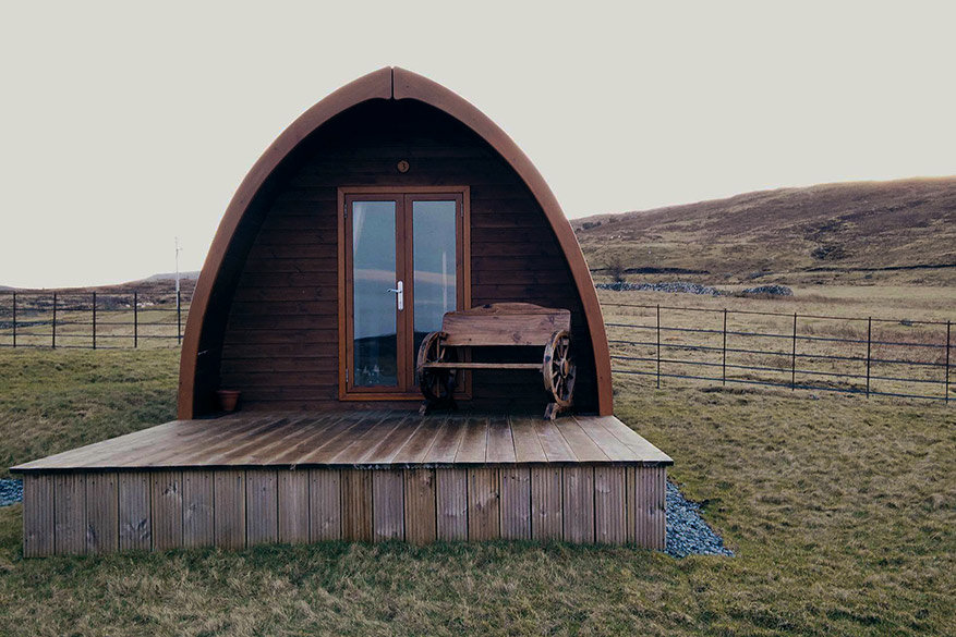 Op Skye verblijven we in een uniek privéhutje van Cowshed Bunkhouse Boutiqe.