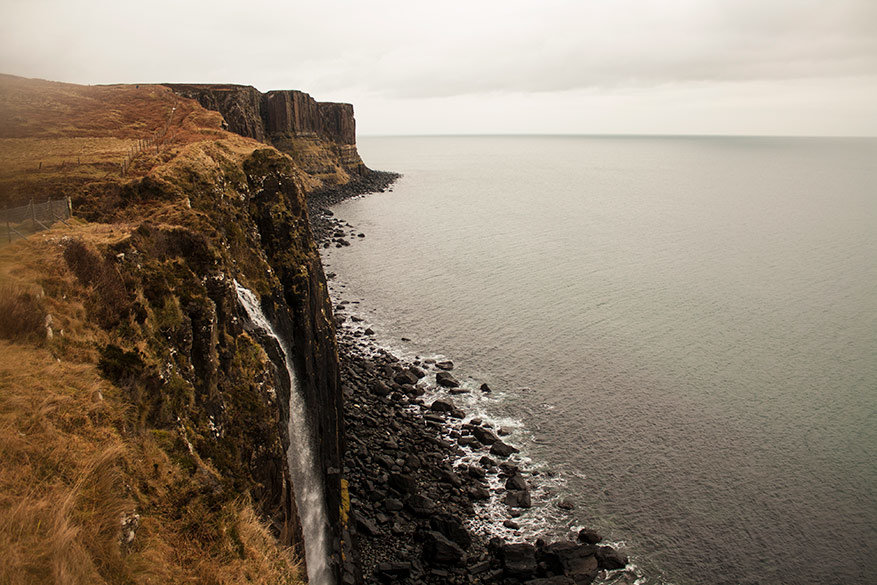 Op Kilt Rock viewpoint kan je uren de verte in staren