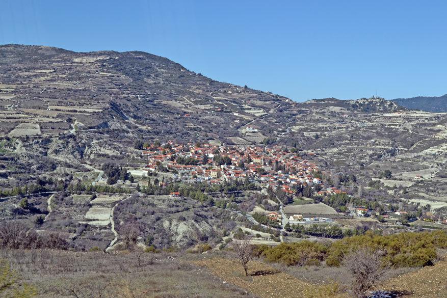 In het glooiende Troodosgebergte liggen heel wat kleine dorpjes verscholen.