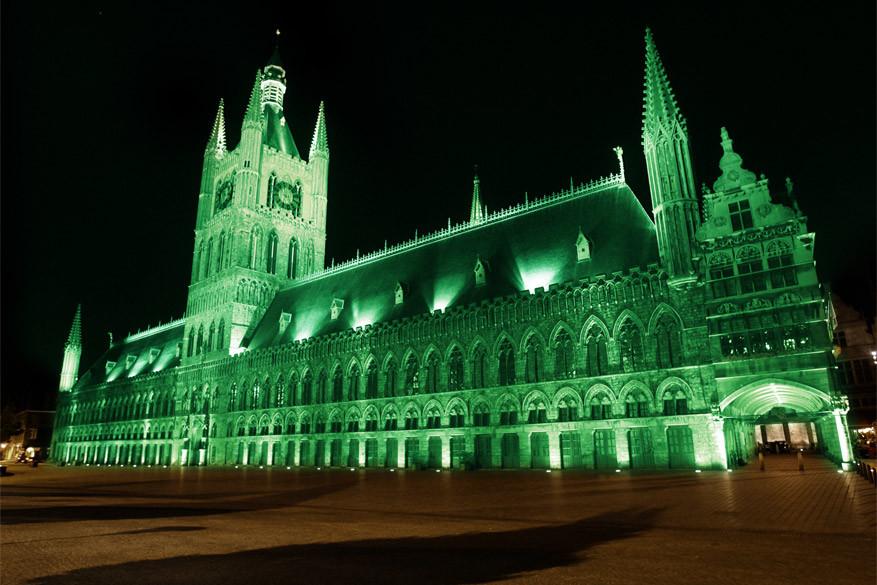 Dit jaar worden het Keltische Kruis van Fontenoy en de Lakenhalle van Ieper voor het eerst groen verlicht.