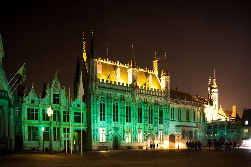 Het plein de Burg met het stadhuis van Brugge neemt al 3 jaar deel aan de Global Greenings