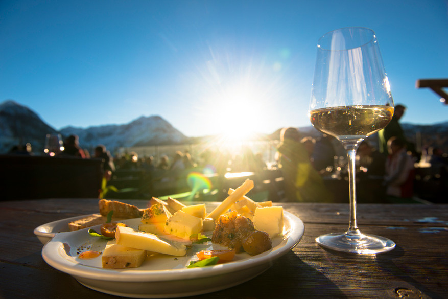 Tijdens de ski- en wijnverwenweek kan je in 25 gecertificeerde berghutten lokale wijnen proeven.