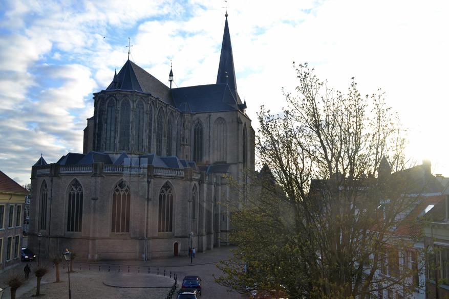 De Bovenkerk van Kampen vanuit de Koornmarktspoort.