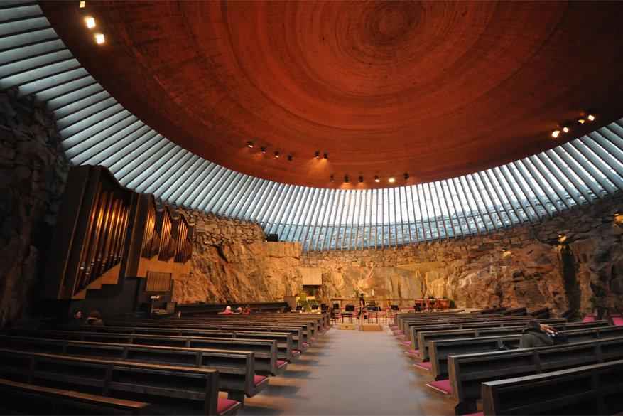 De indrukwekkende binnenkant van de Rotskerk. © Wikimedia Commons
