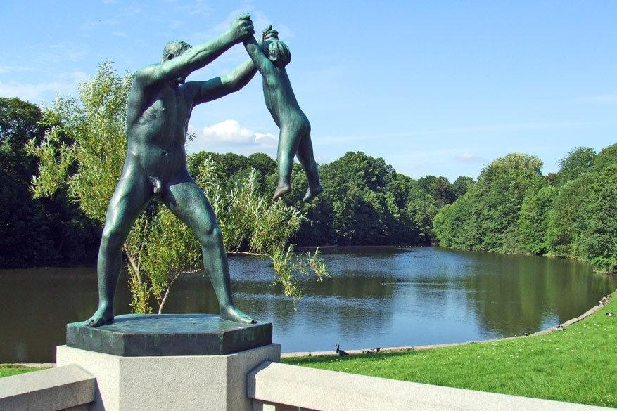 Geniet van de kunst en de natuur in het beeldenpark Vigeland.