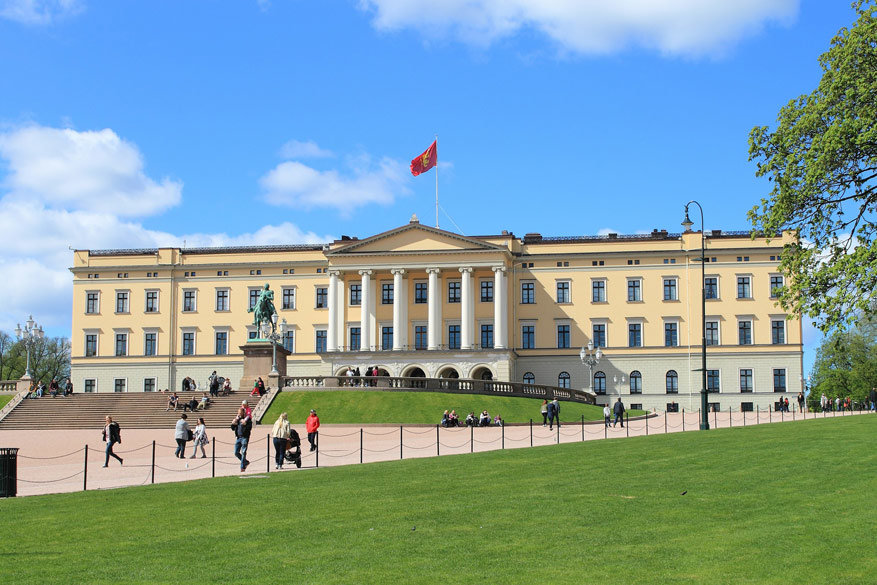 Eet je lunch op op het domein van het Koninklijke Paleis van Oslo.