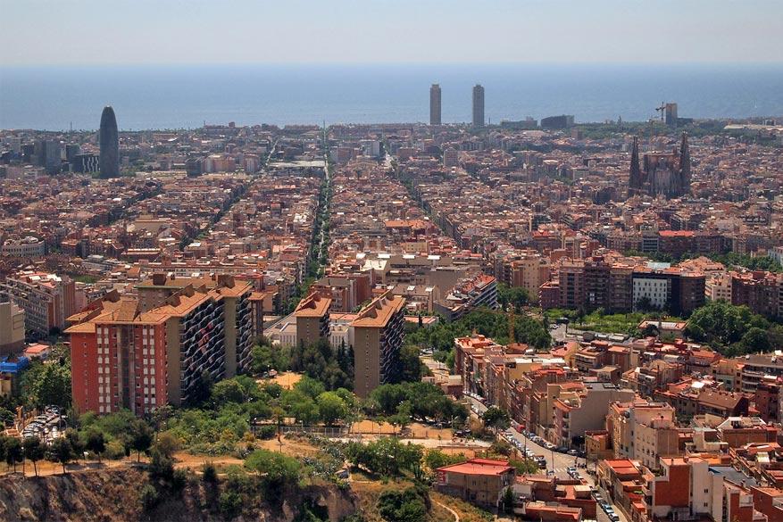 Vanaf de Bunkers del Carmel geniet je van een spectaculair uitzicht op de stad. leo gonzales via Flickr Creative Commons