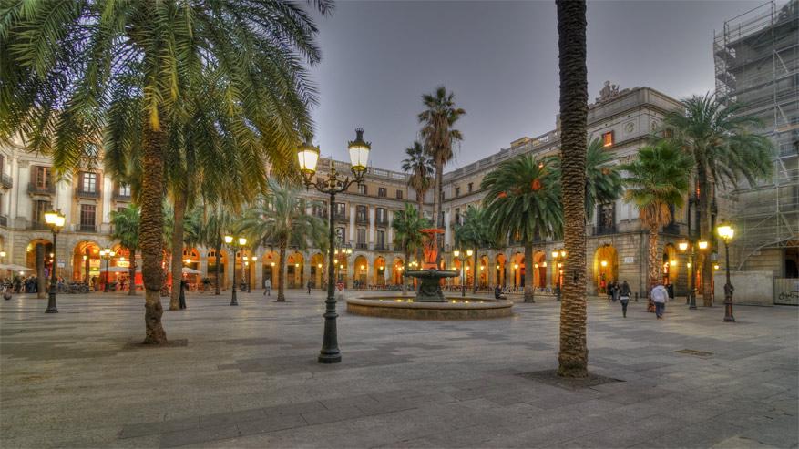 Plaça Reial. © Wikimedia Commons