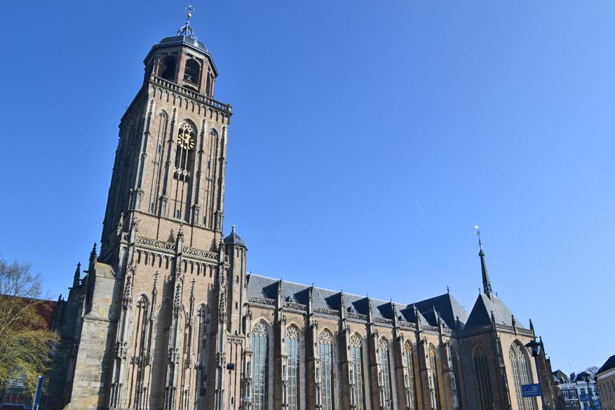 De Grote Kerk van Deventer met de toren die je kan beklimmen.