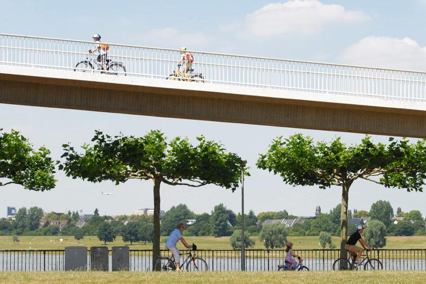 11 fietsroutes tonen je alle facetten van Düsseldorf.