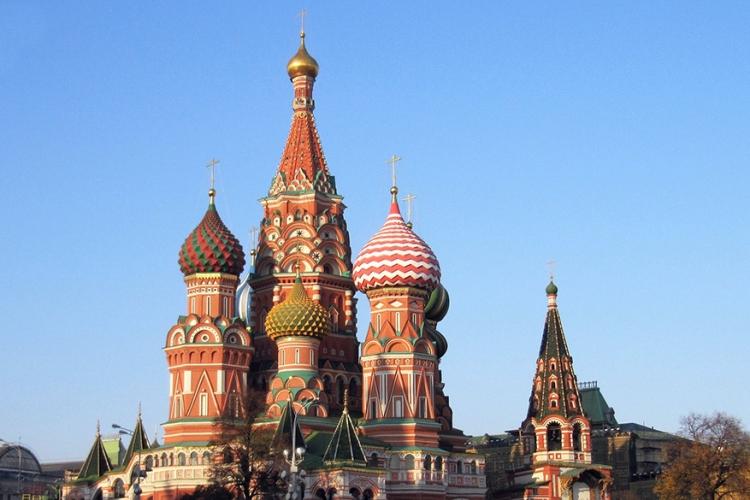 Kathedraal van de Voorbede van de Moeder Gods in Moskou, Rusland: deze kleurrijke basiliek is de blikvanger van het Rode Plein. En blikken vangen doet ie zeker! Gebouwd volgens de traditionele houtarchitectuur is deze bekende kerk een echte wirwar van koepels en torentjes! © Pixabay