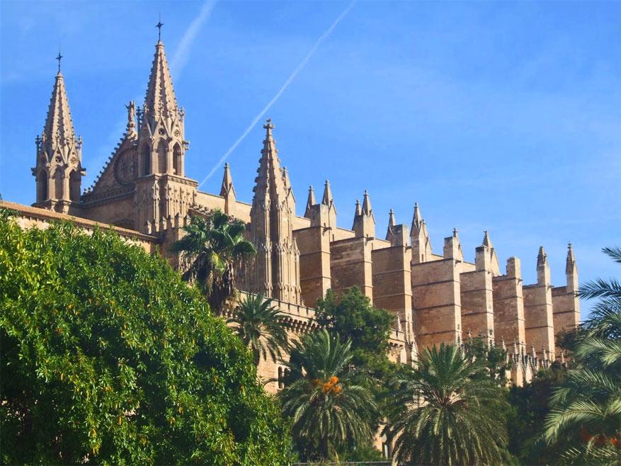 De gotische Seu torent imposant boven Palma-stad uit.