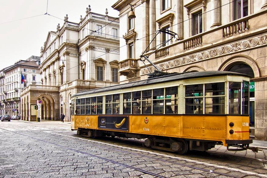 Neem de gele tram en plan zelf een sightseeing. © Bert Kaufmann via Flickr Creative Commons