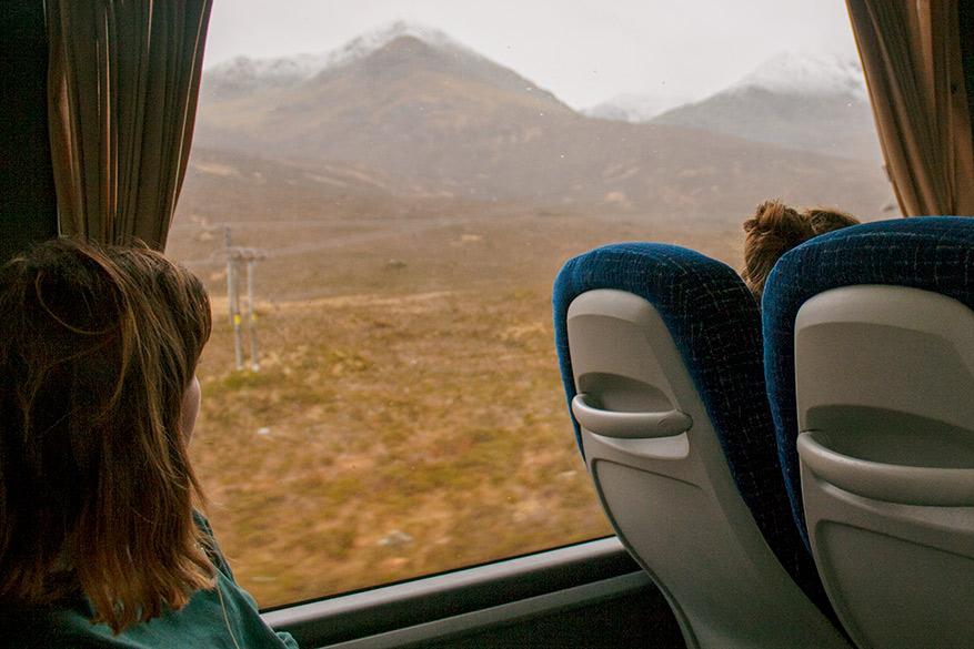Als er een bus rijdt, is dit een perfecte manier om kennis te maken met het eiland.