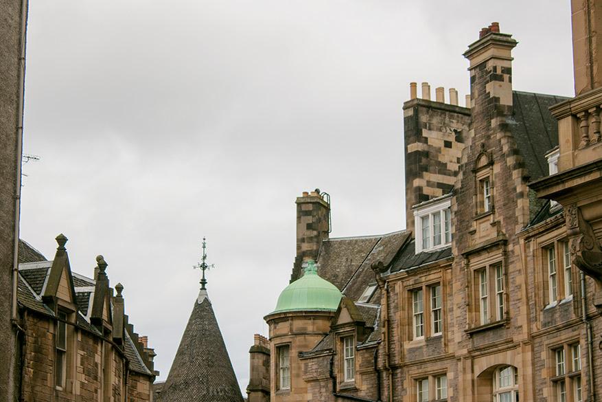 In Edinburgh overnachten we in het goedkoopste hostel.