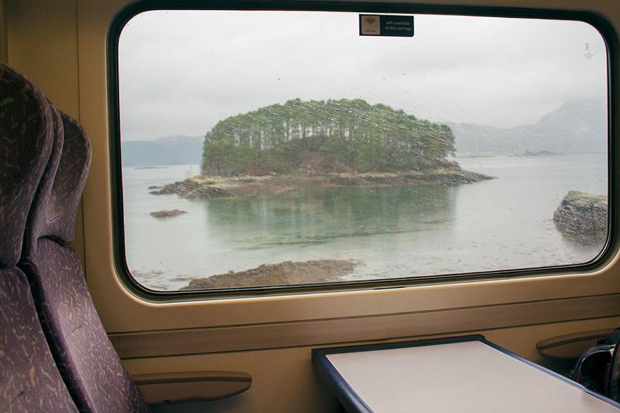 De treinrit richting Skye is een activiteit op zich.