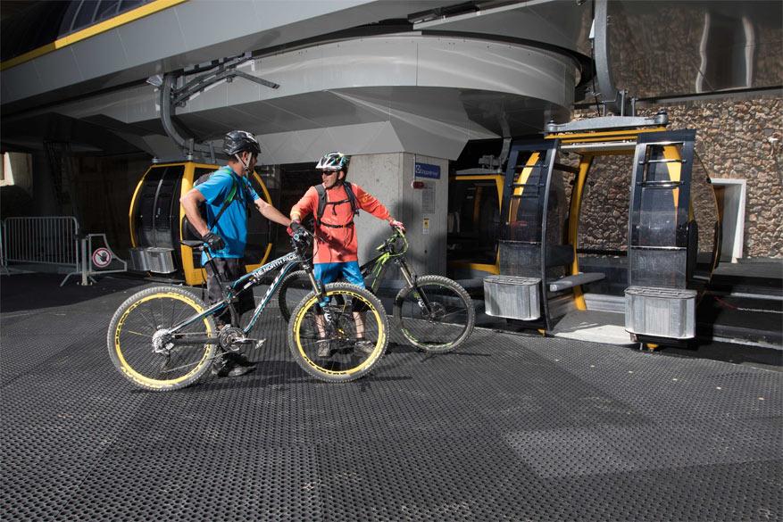 Met de BikePass kan de fiets gewoon meegenomen worden in de lift.