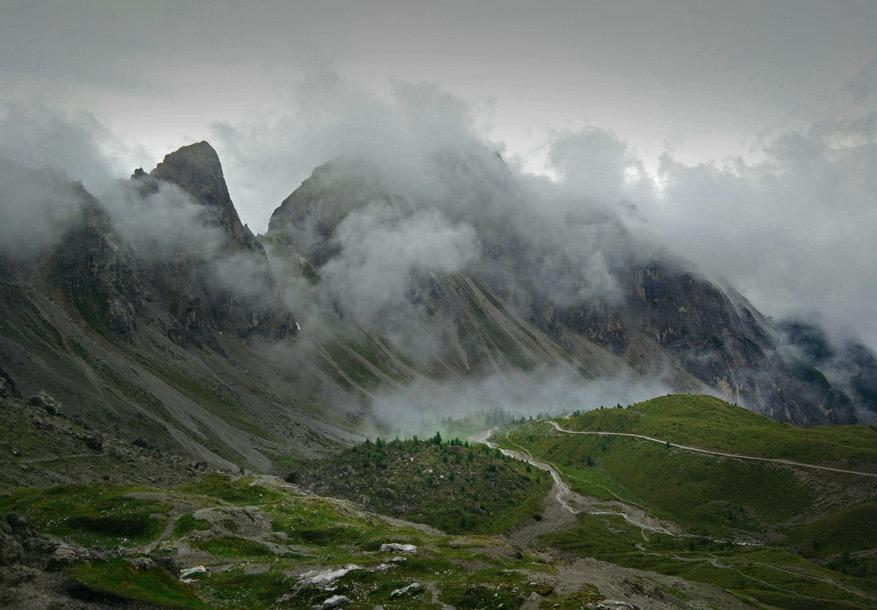 De mysterieuze Lienzer Dolomieten in Oost-Tirol onder de dreigende wolken.
