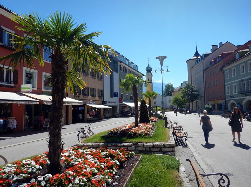 De palmbomen in Lienz zorgen meteen voor een zuiders, gemoedelijk sfeertje.