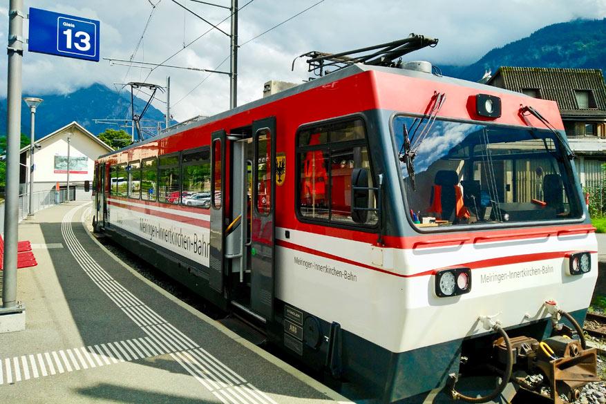 Regionale trein Meiringen-Innertkirchen.