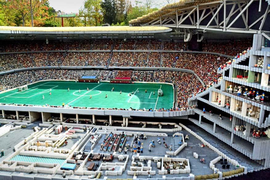 De Allianz Arena in Legoformaat.
