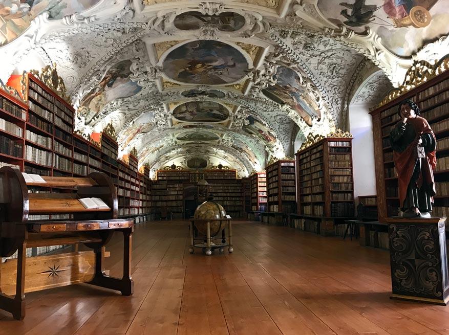 De bibliotheek van het Strahov klooster.
