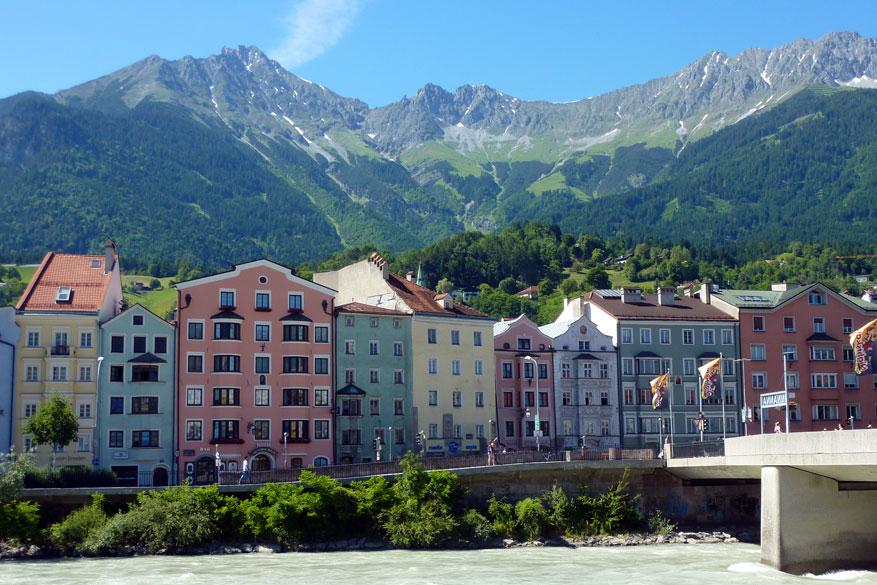 Kleurrijke huizen langs de Inn in Innsbruck