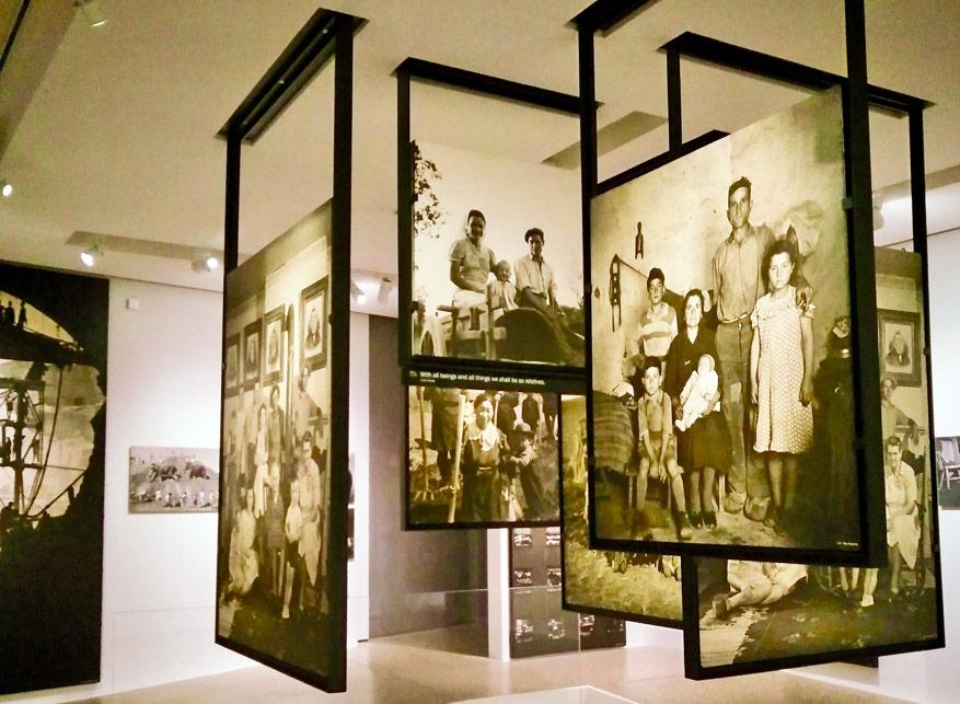 Tijdens de Fototentoonstelling Family of Man.