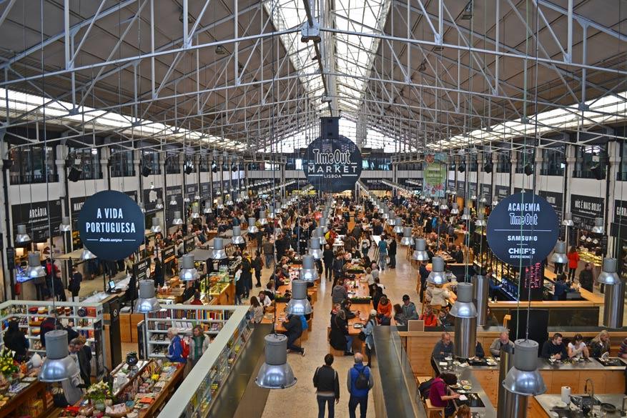In de hippe foodhal Time Out Market vind je gegarandeerd iets naar je zin.