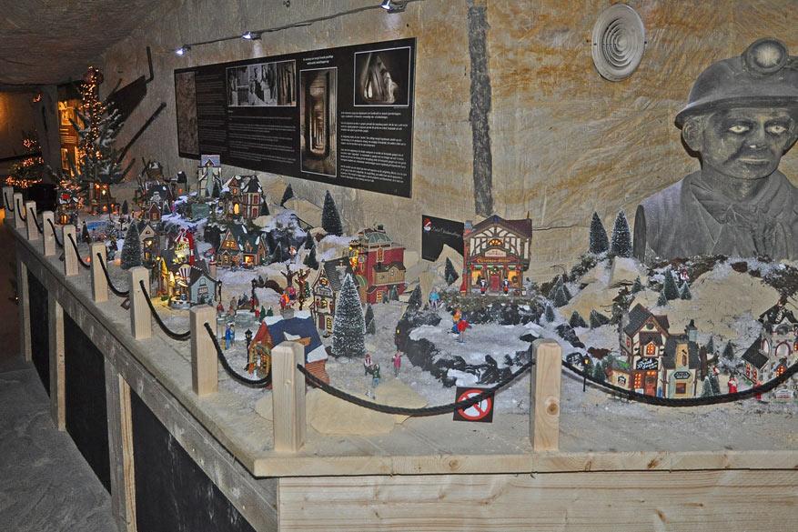 Tijdens Kerststad Valkenburg vult MergelRijk de eigen permanente tentoonstelling aan met een groots ondergronds miniatuur kerstdorp.