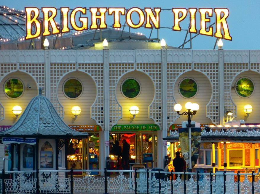 Stokpaardje in Brighton is hun befaamde Pier die voor heel wat entertainment zorgt.