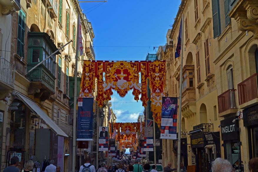 Aan het begin van Republic Street, één van de drie hoofdstraten in Valletta.