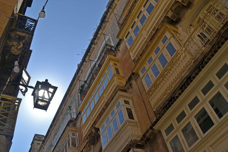 De architecturale mix van Britse, Italiaanse en Arabische invloeden gaat Valletta goed af.