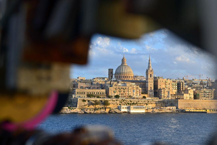 Vanaf het uitzichtplatform in Sliema kijk uit op Valletta.